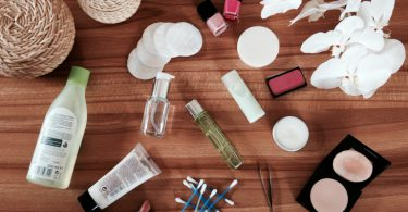 Beautylexikon Beautytipps Schminktipps Kosmetik Pflegetipps fuer Haut Haare Naegel  375x195 - Von Kopf bis Fuß: Das Beauty-Lexikon