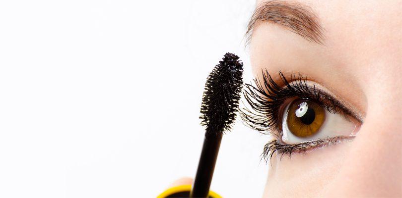 Mascara Auftragen 810x400 - Der perfekte Schwung: Mascara richtig auftragen