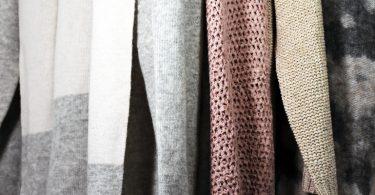 """Strickjacke 1 375x195 - Orange kombinieren: Outfits mit der Trendfarbe """"Pumpkin"""""""