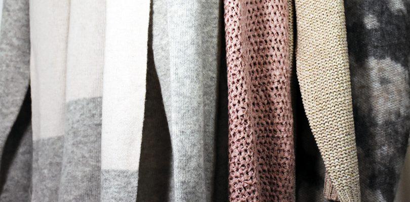 Strickjacke 1 810x400 - Strickmode: Basic-Outfits für Herbst und Winter