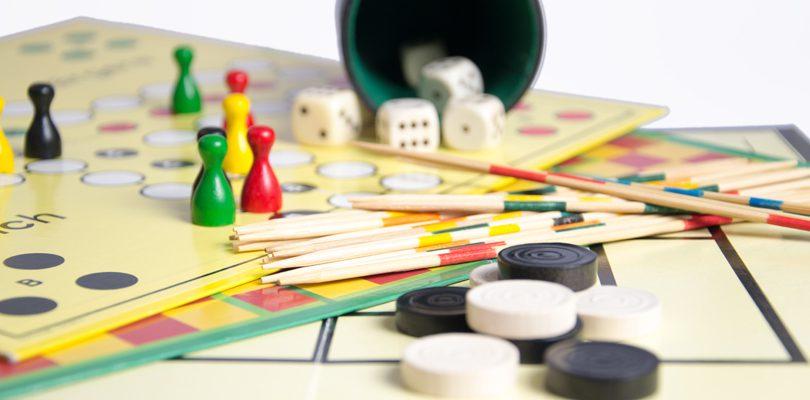 familienspiele 810x400 - Gesellschaftsspiele – Spaß für die ganze Familie