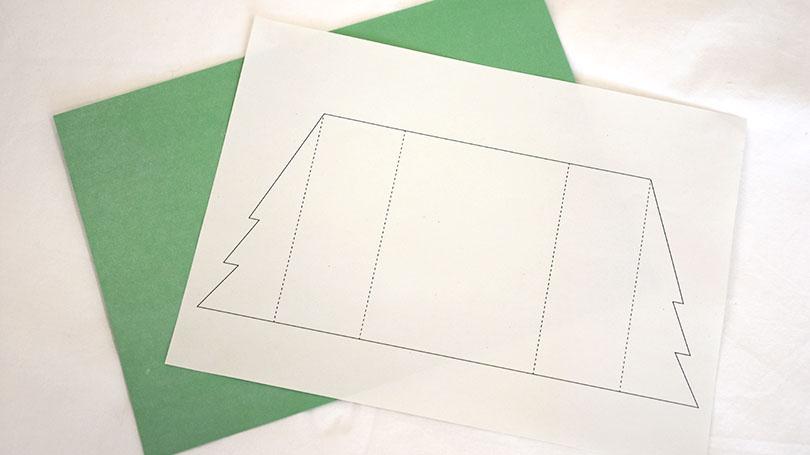 Vorlage der Tannenbäume und grünes Bastelpapier