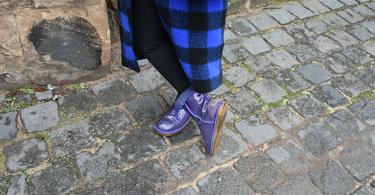 Galerie Stilheldin blau Schuhe 375x195 - Stilhelden des Alltag – Alle Trends in einem Outfit vereint