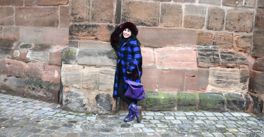 Galerie Stilheldin blau ganz 375x195 - Stilhelden des Alltag – Alle Trends in einem Outfit vereint