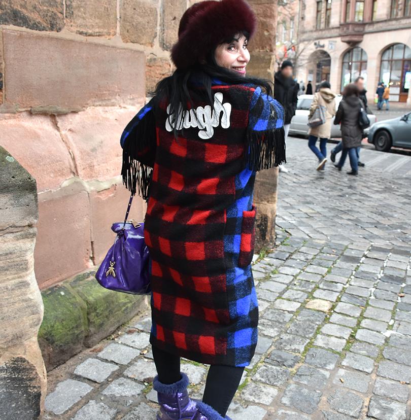 Galerie Stilheldin blau hinten 810x828 - Stilhelden des Alltag – Alle Trends in einem Outfit vereint