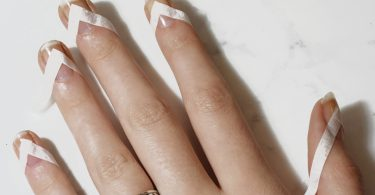 Galerie Kleber2 375x195 - Negative Space Nails