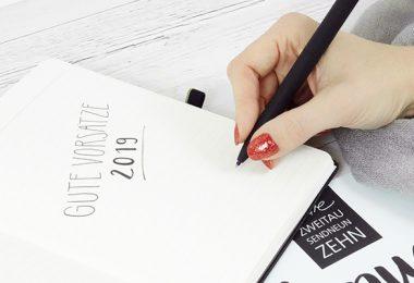 Kalender und Notizbuch für gute Vorsätze