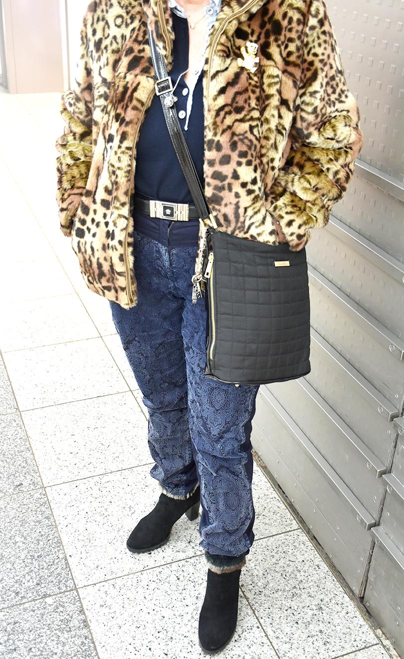 Galerie Leojacke2 810x1319 - Stilhelden des Alltags – Mut zum Leopardenlook!
