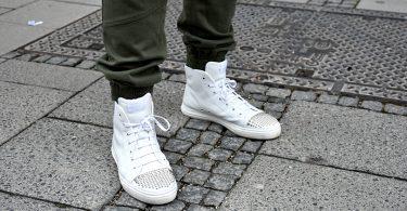 Joggingshose Schuhe 375x195 - Stilhelden des Alltags – Jogginghose als Alltagsoutfit? Wir zeigen dir wie!