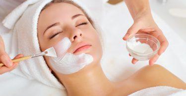 Quarkmaske 375x195 - Anti-Aging-Masken – richtige Pflege für reife Haut