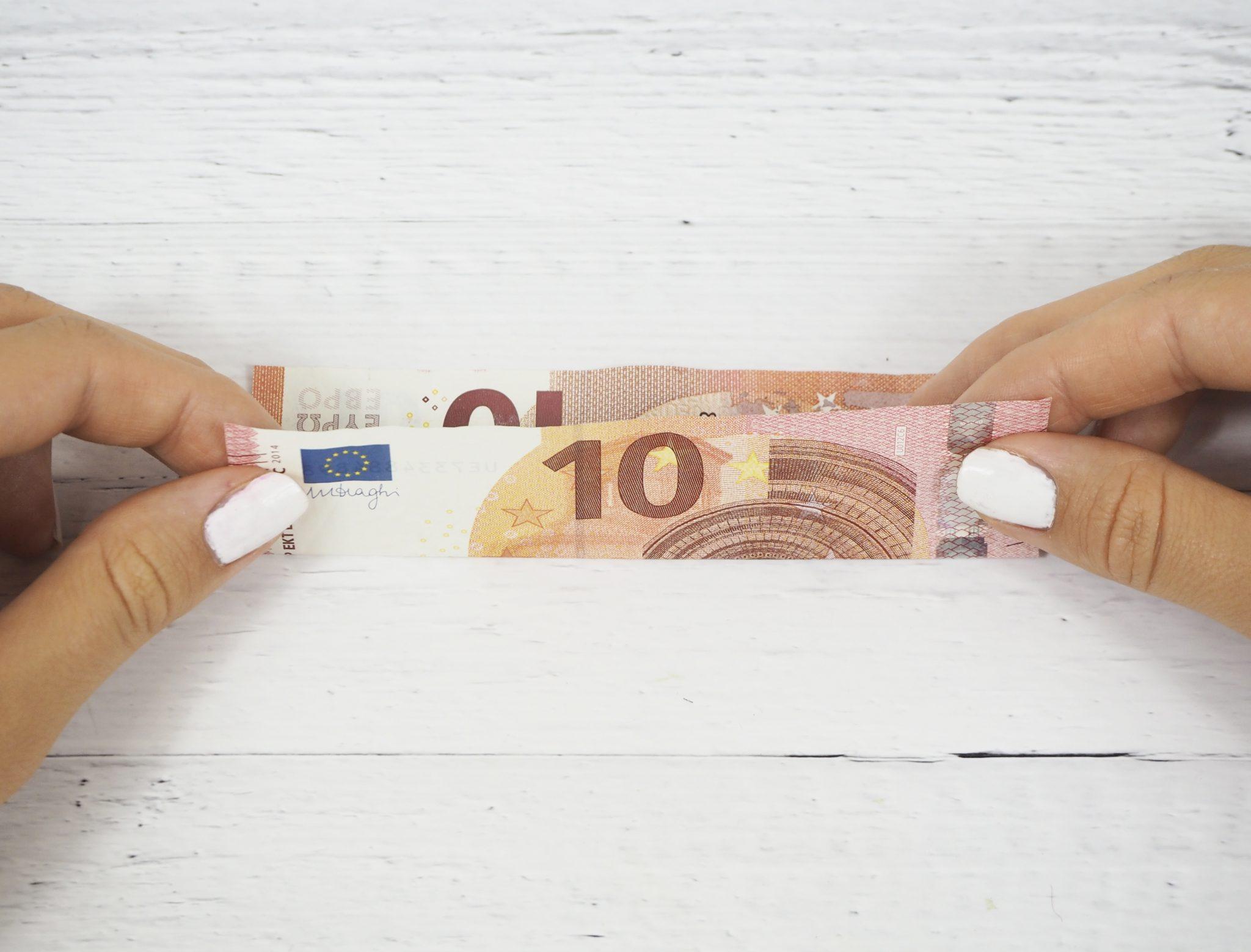 P8080437bearb - Geldgeschenk basteln: So faltest Du Herzen aus Geldscheinen