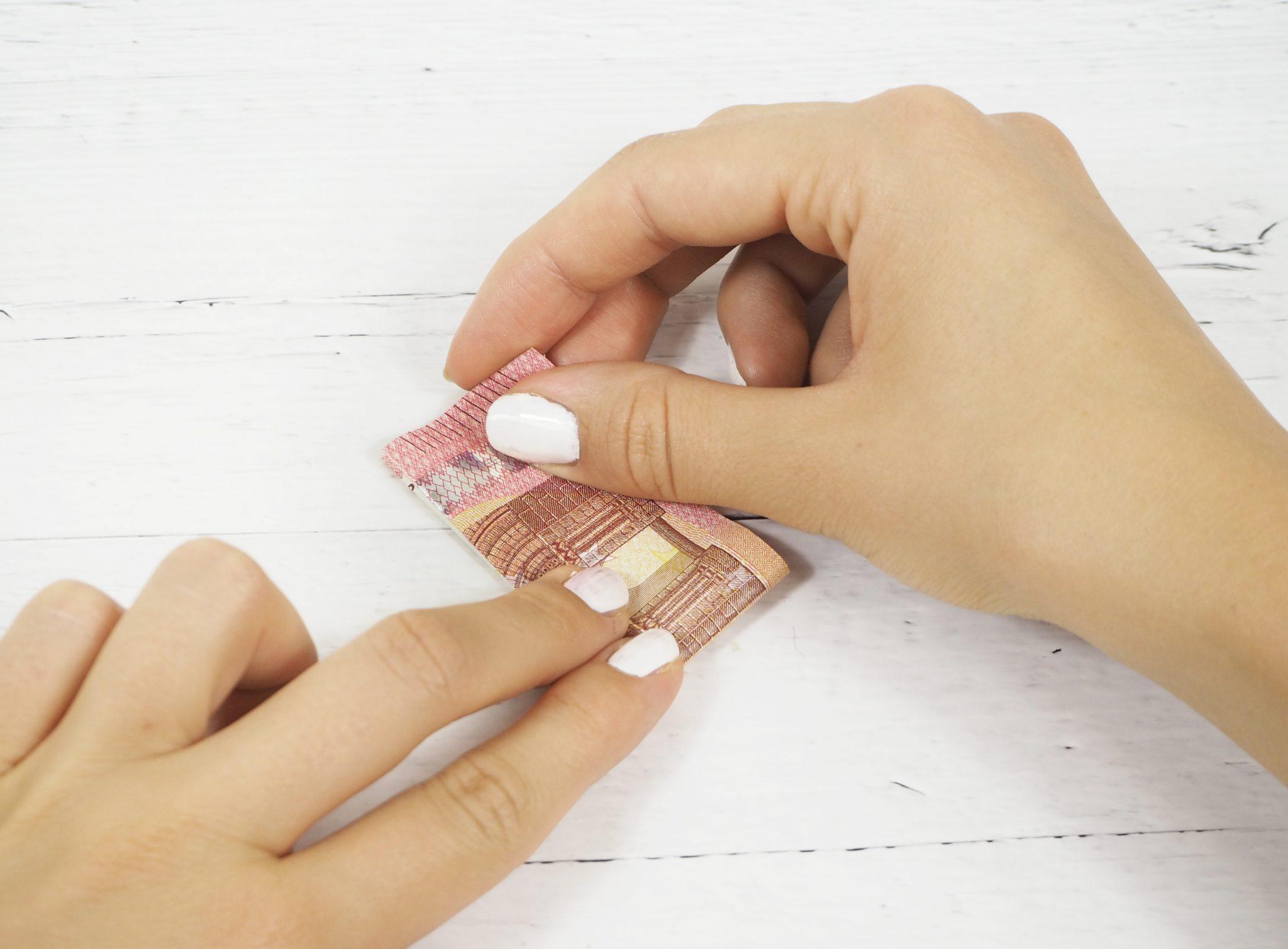 P8080440bearb - Geldgeschenk basteln: So faltest Du Herzen aus Geldscheinen