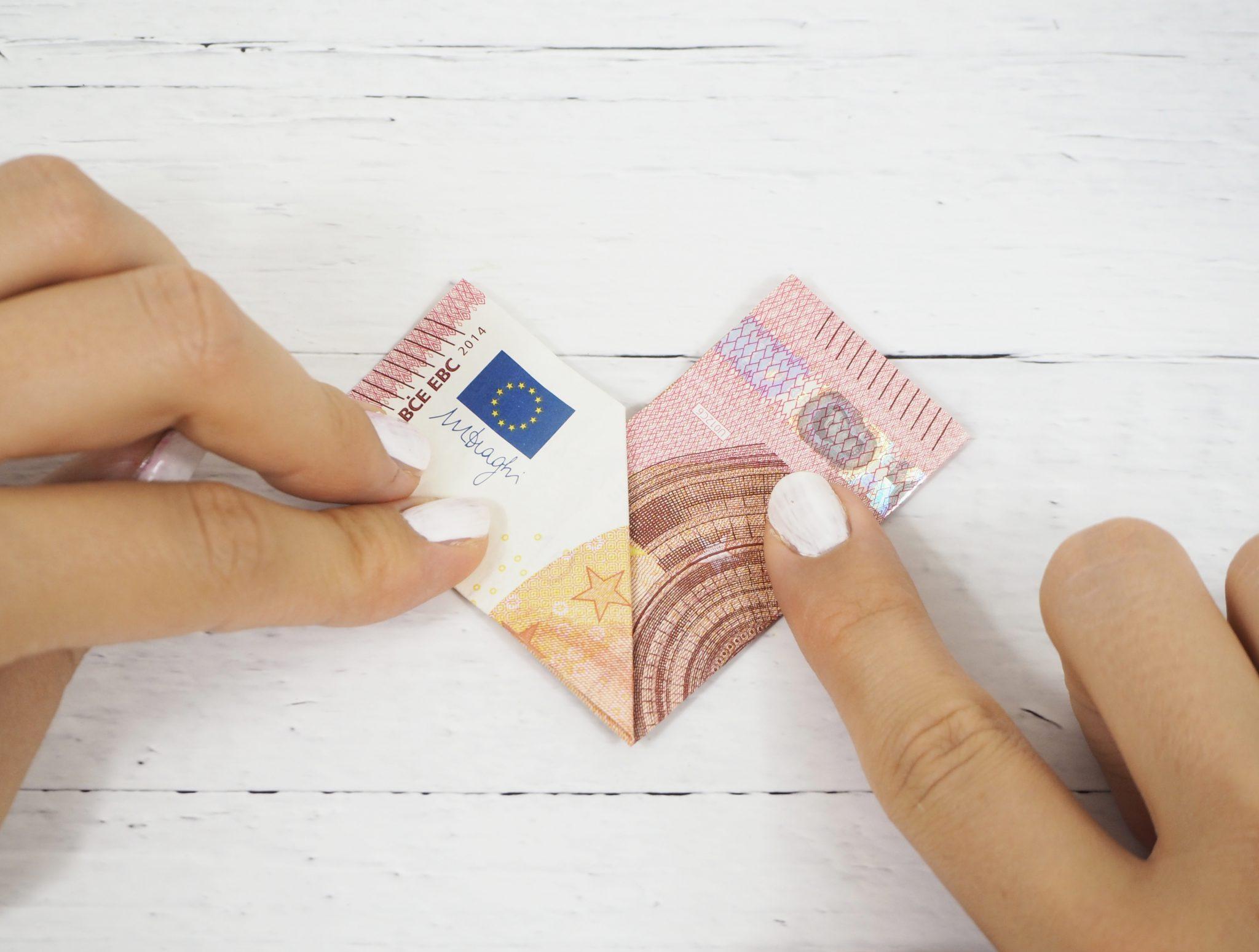 Geldgeschenk Basteln So Faltest Du Herzen Aus Geldscheinen Sintre