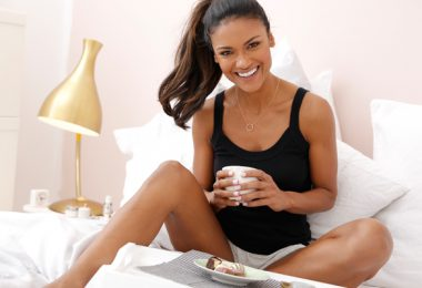 Top frühstück im bett 380x260 - Kühle Nächte mit deinem neuen Sommerpyjama