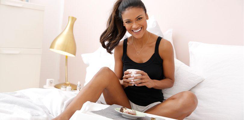 Top frühstück im bett 810x400 - Kühle Nächte mit deinem neuen Sommerpyjama