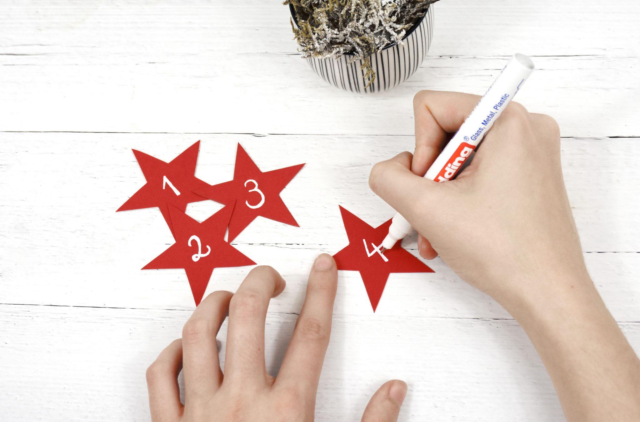 Schritt 5: Beschriften der Sterne mit den Zahlen von eins bis vier