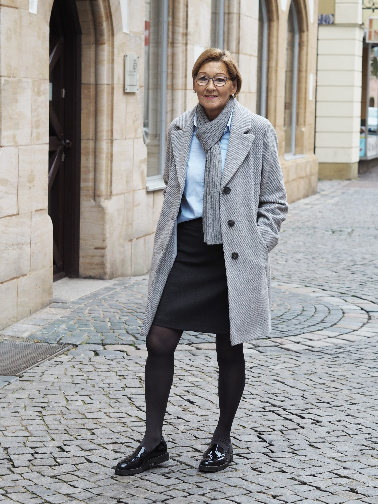 Stilheldin Irmgards Business Outfit mit flachen Lackslippern