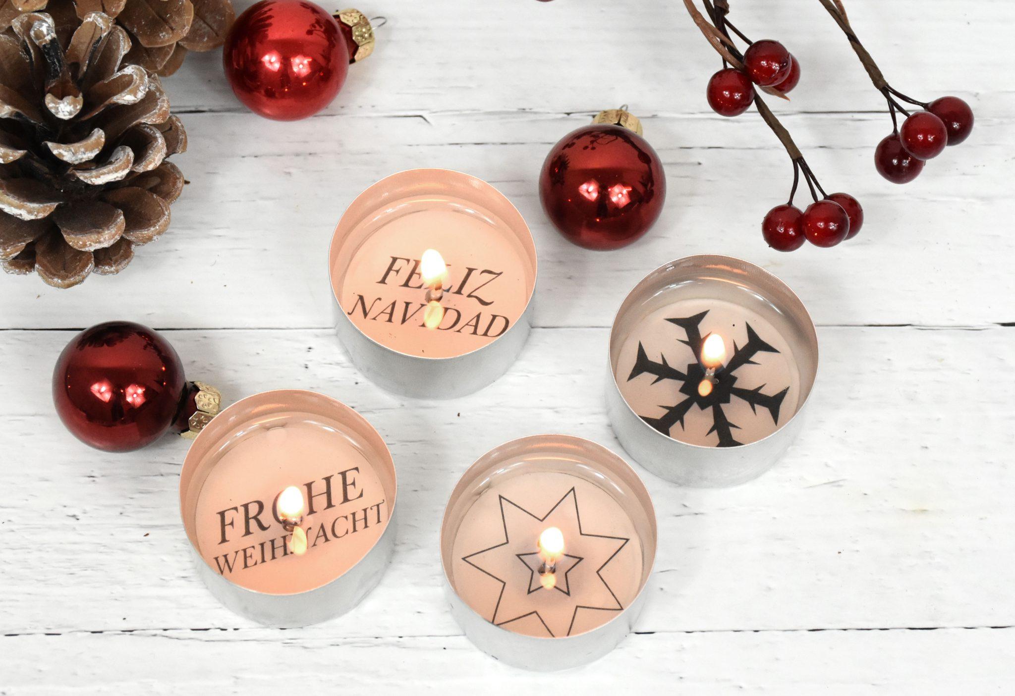 Vier Teelichter mit Weihnachtsmotiven von oben