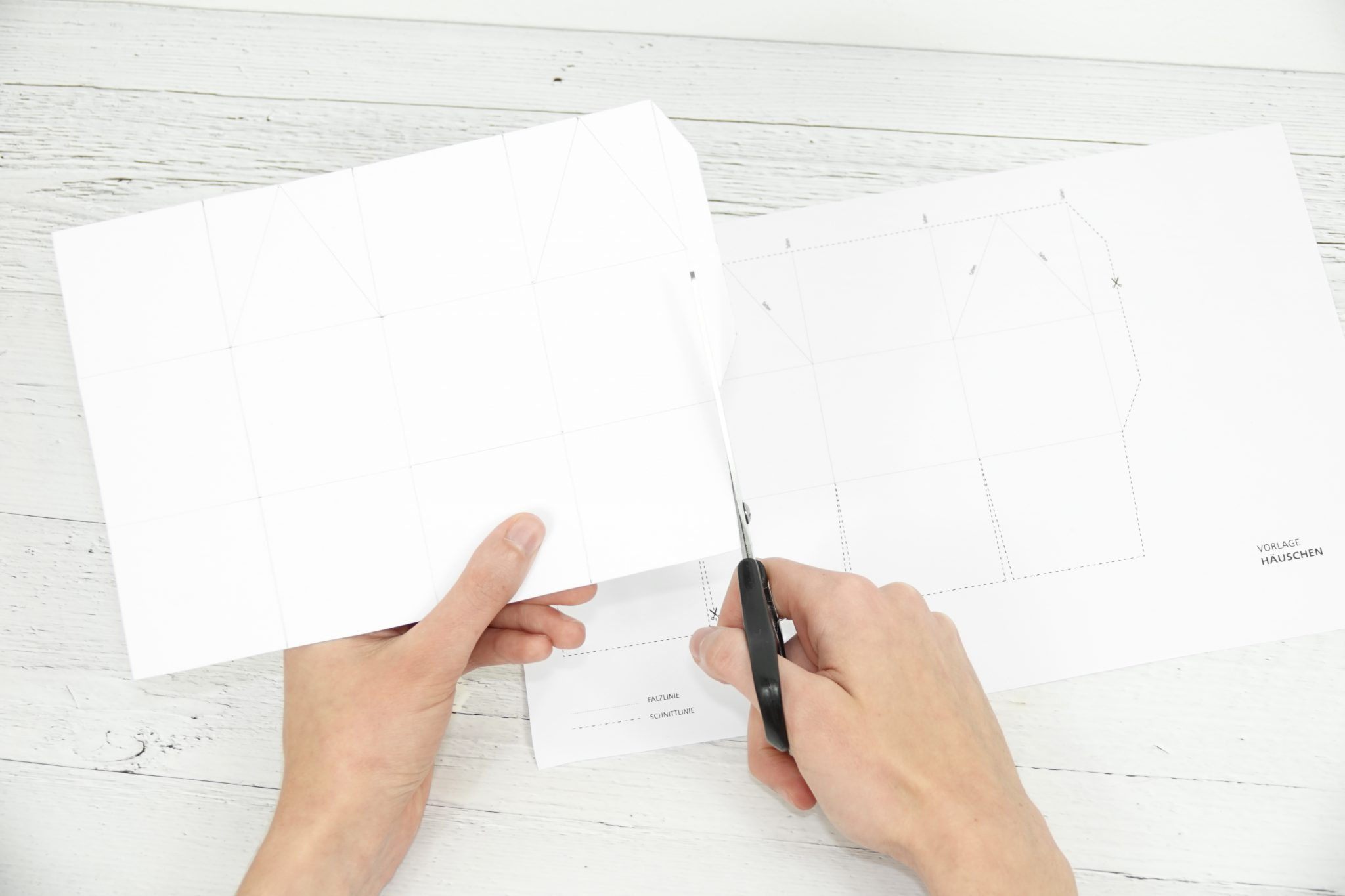 Schritt 1: Vorlage ausschneiden, auf ein separates Tonpapier übertragen und dieses ausschneiden