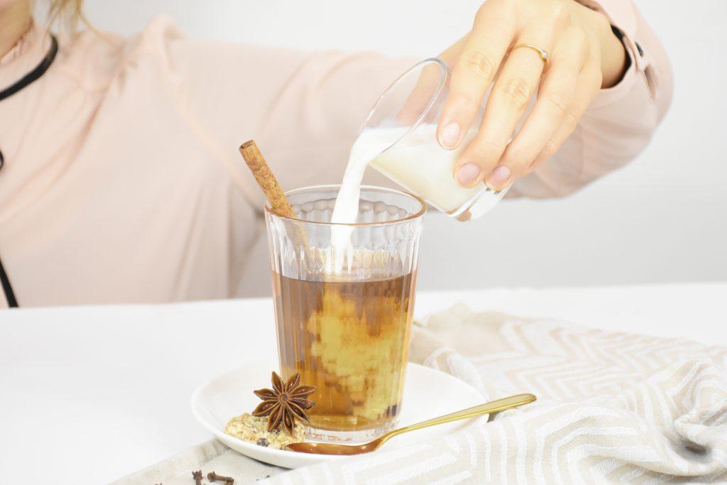 Chai Latte mit Gewürzen 1024x683 - Trendgetränk Chai Latte – Warm durch den Winter