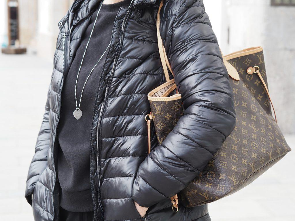 Detailaufname der Louis Vuitton Tasche der Stilheldin Christine