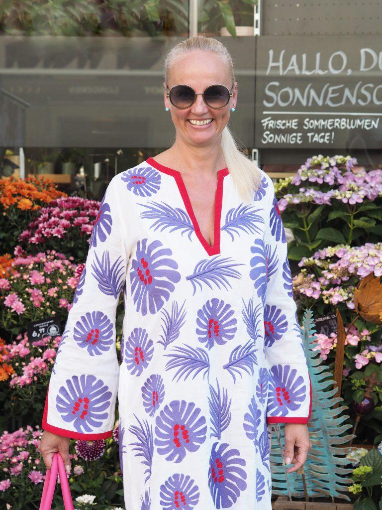 Sommerkleid mit Palmenblätter