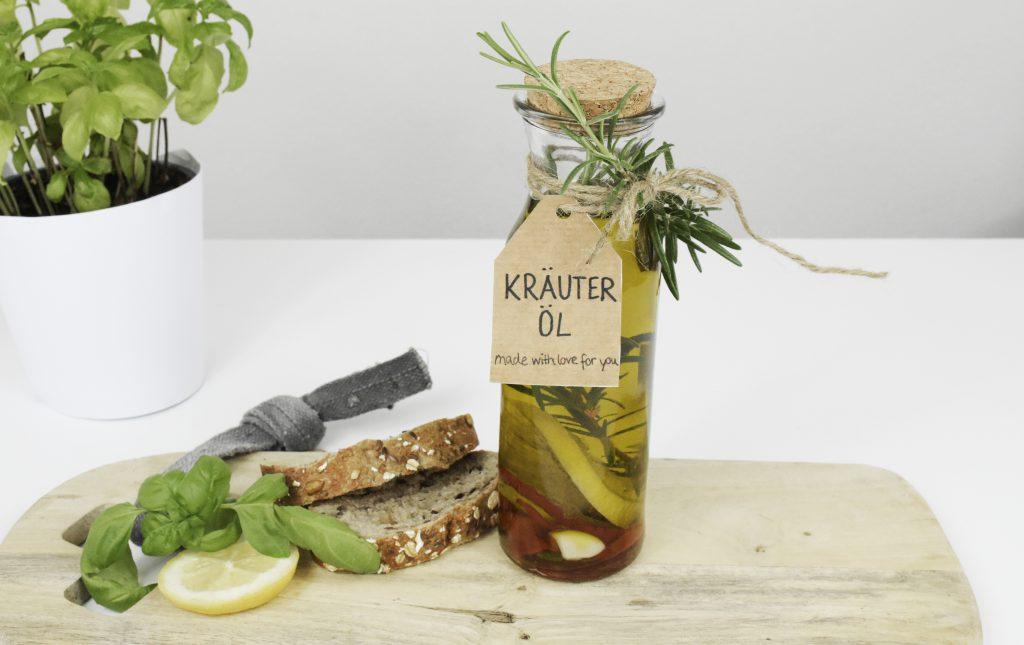 Kräuter-Öl mit Brot