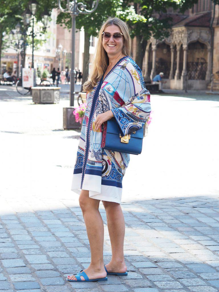 Stilheldin präsentiert schickes Tunika-Kleid in blau