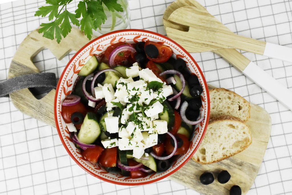 DSC 3439 Kopie 1024x683 - Griechischer Salat für den Spätsommer
