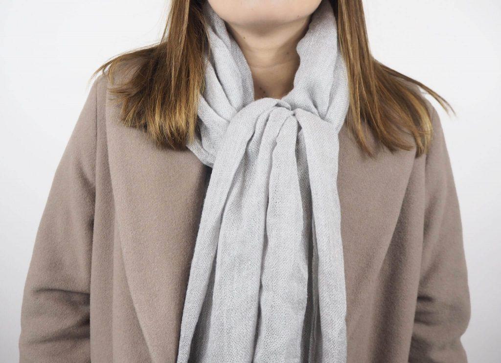 Modell mit Noblesse Schal