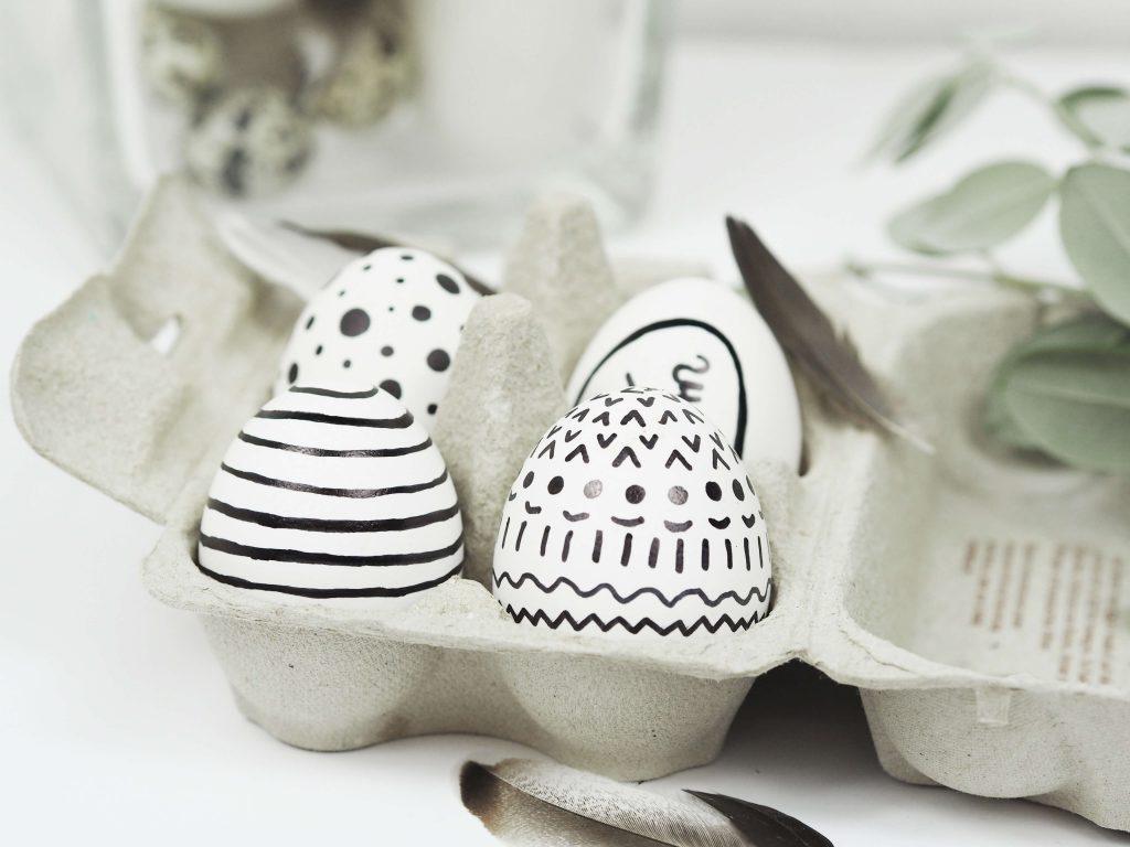 Verschiedene Designs in einer Box mit Eiern