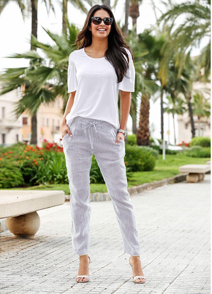 Ein weißes Shirt gehört in jede Kleiderschrank Grundausstattung
