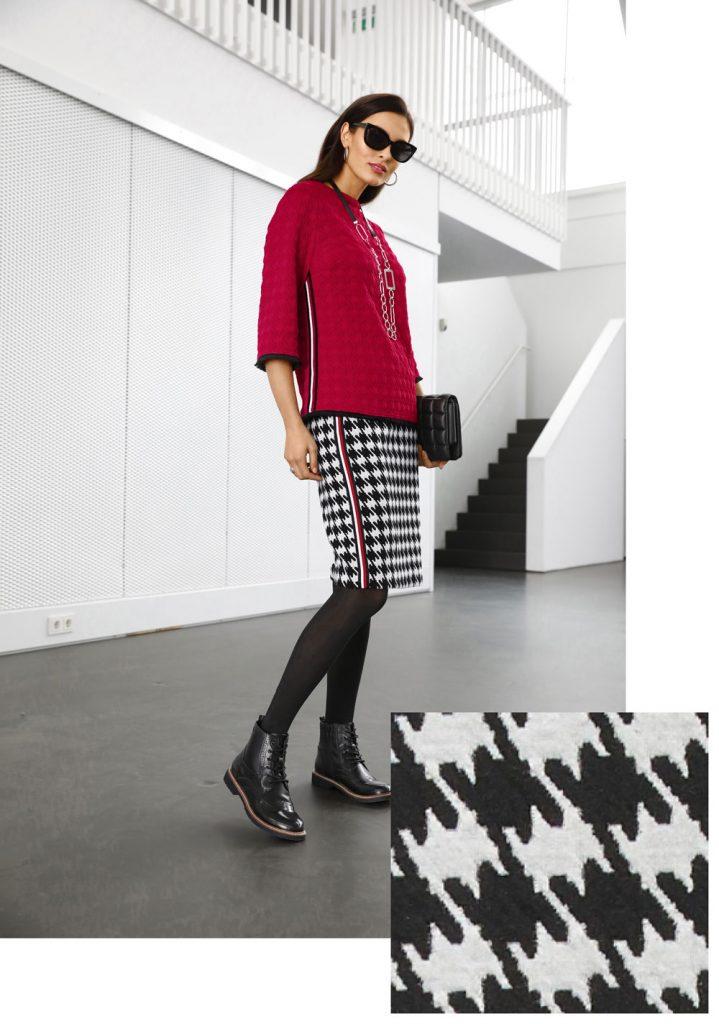 Frau im Herbst Outfit mit Rock und Oberteil in Hahnentrittmuster