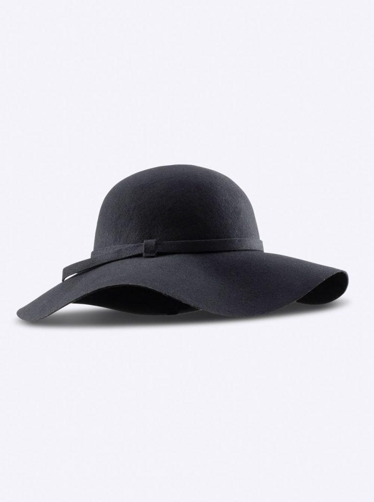 Schwarzer Hut fürs Herbst Outfit