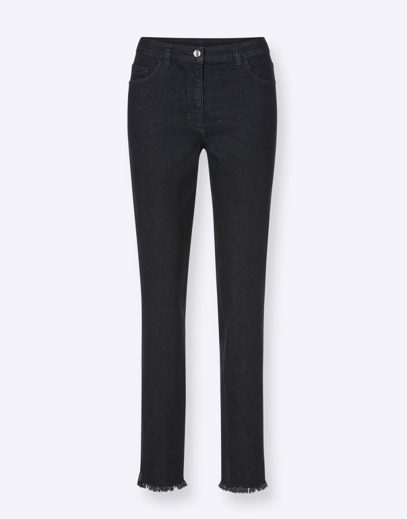 Schwarze Jeans mit Fransen am Saum fürs Herbst Outfit